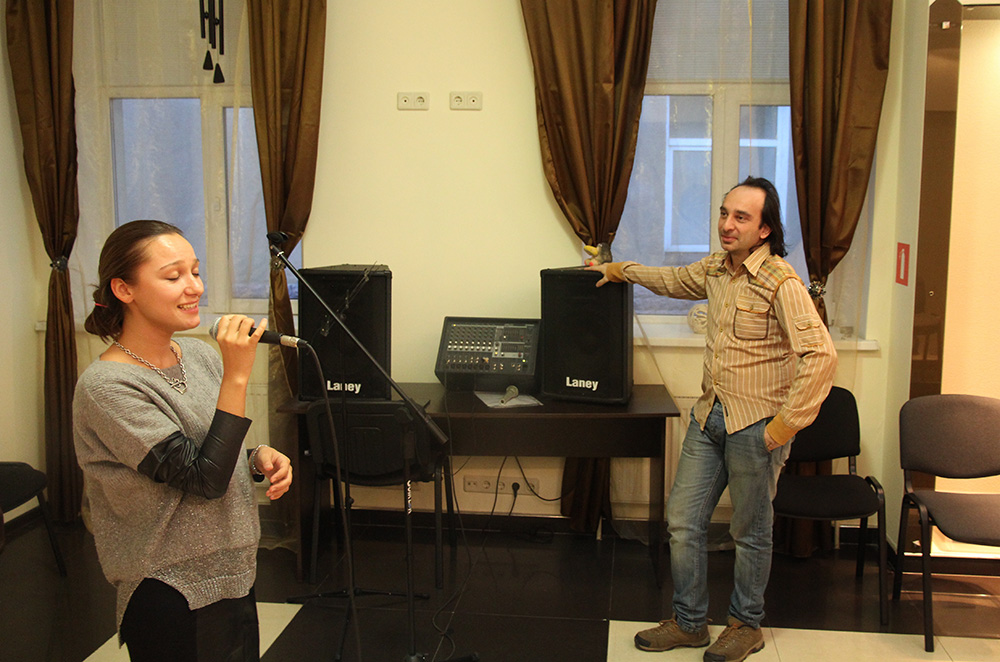 Обучение эстрадному вокалу в классах Красного Химика