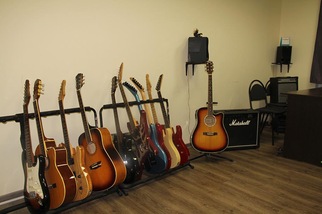 Фото инвентаря для курсов игры на гитаре